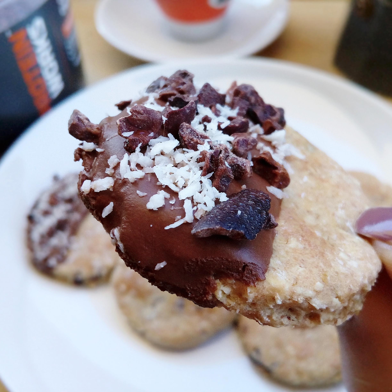 Biscotti Avena & Nocciole con Fave di Cacao Crudo