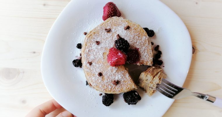 Pancakes ai cereali, cocco e caffè